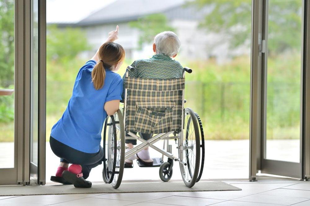 Jak wybrać dom opieki dla seniora